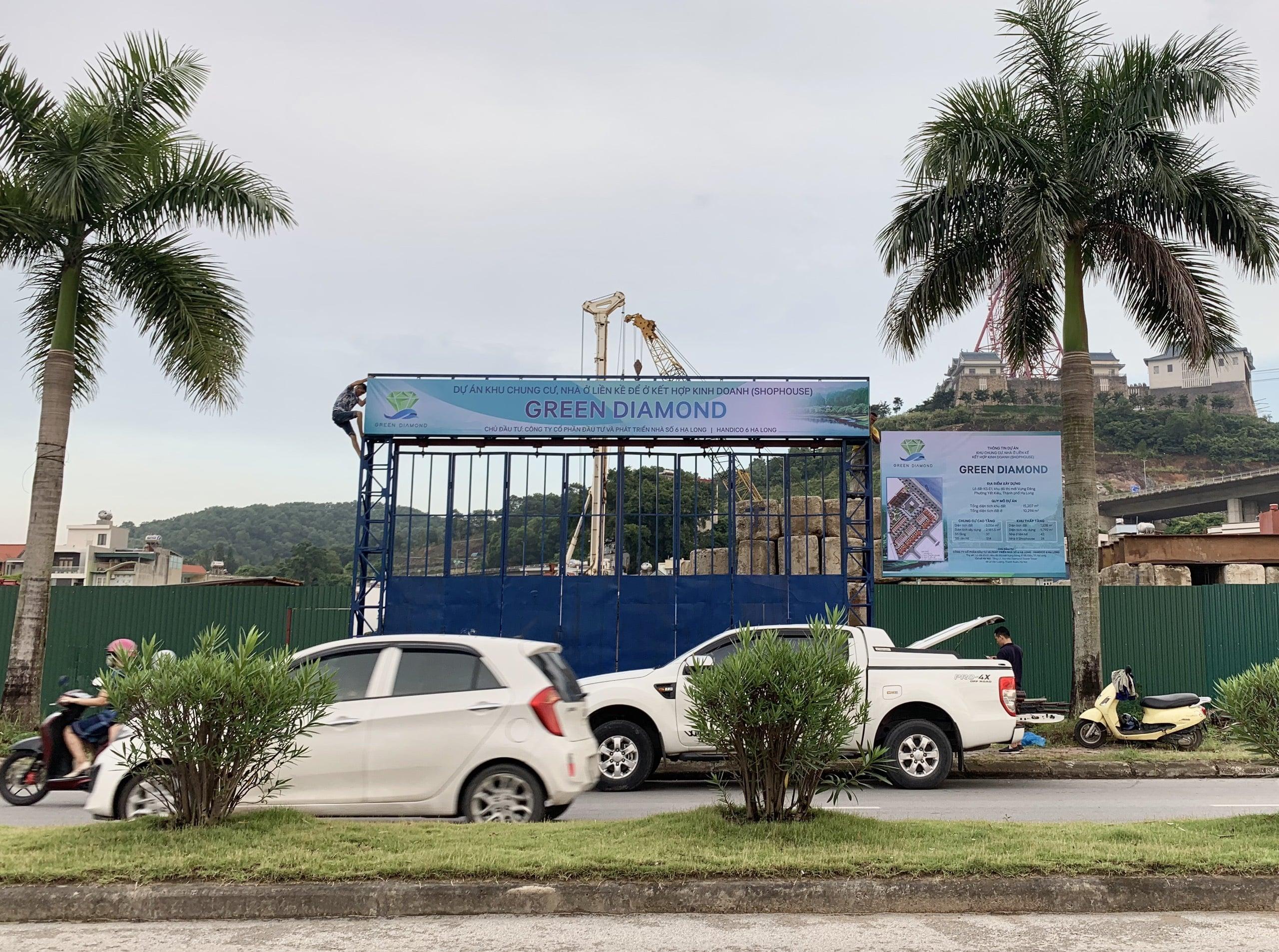 Cổng chính dự án Green Diamond Hạ Long nằm ngay trên đường bao biển Trần Thái Tông - Thành phố Hạ Long.