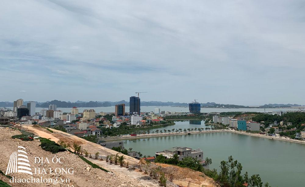 View ôm trọn hồ Hùng Thắng và Vịnh Hạ Long kỳ vĩ trong tầm mắt